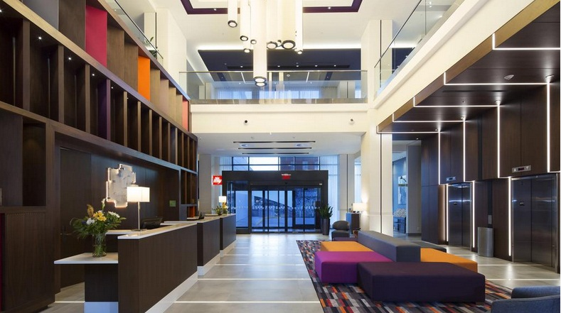 Holiday Inn Express Hotel & Suites Montreal-West
